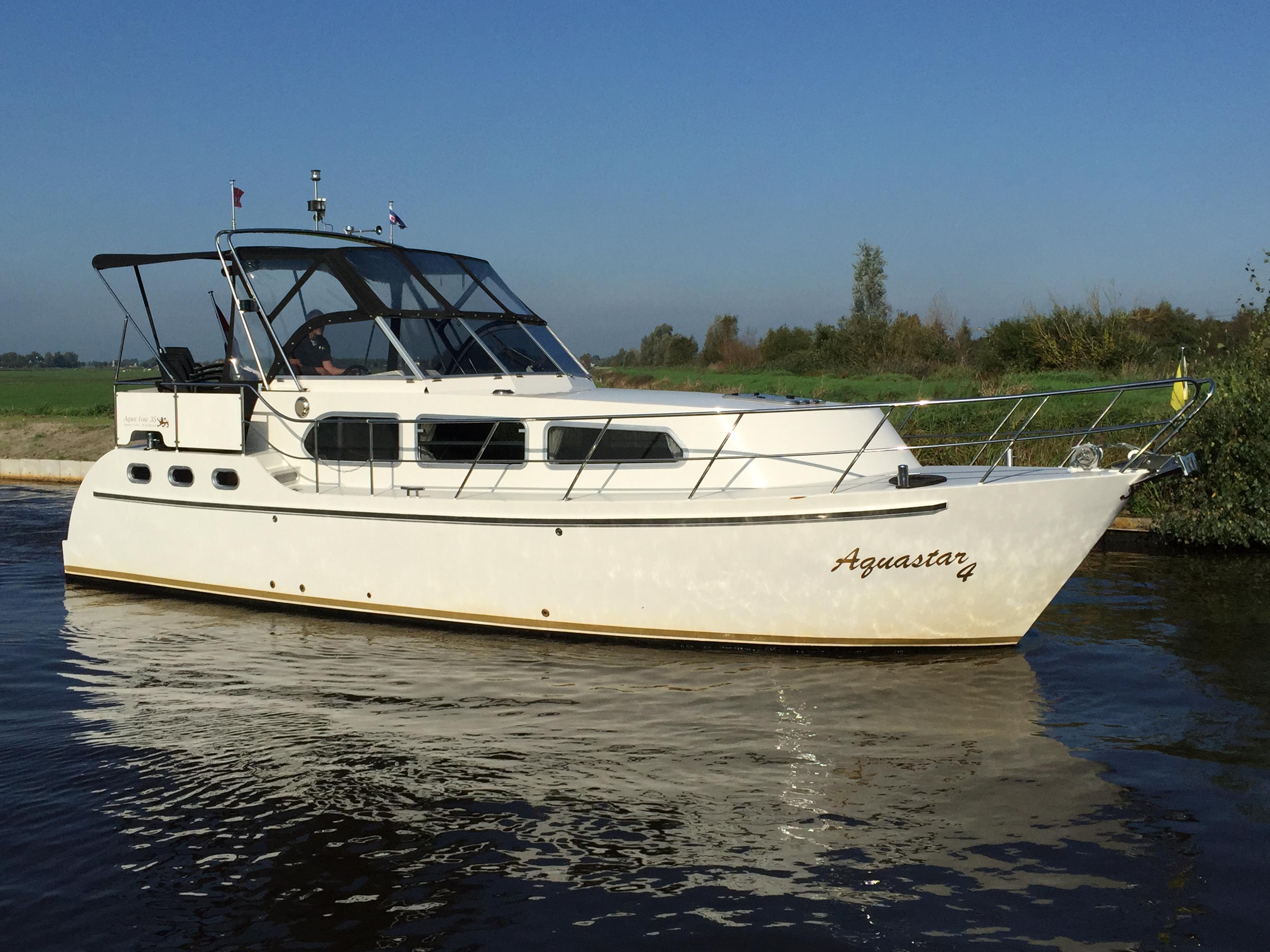 hausboot mieten holland bei yachtcharter 2000 friesland. Black Bedroom Furniture Sets. Home Design Ideas