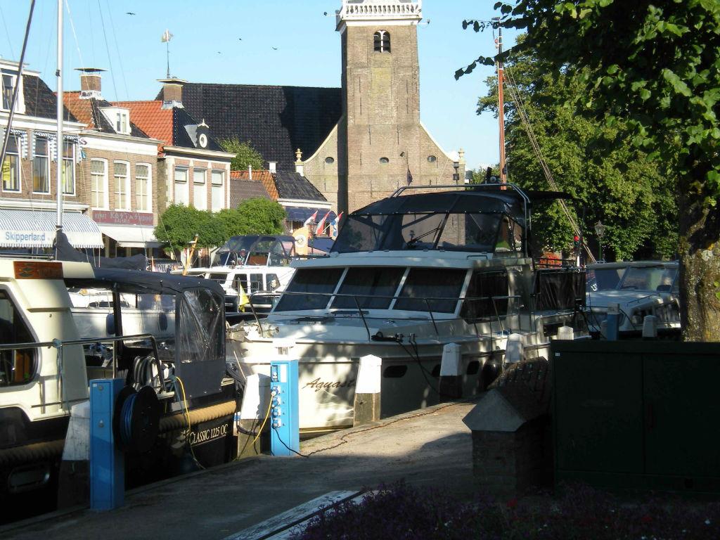 hausboot urlaub in holland buchen mit yachtcharter 2000. Black Bedroom Furniture Sets. Home Design Ideas